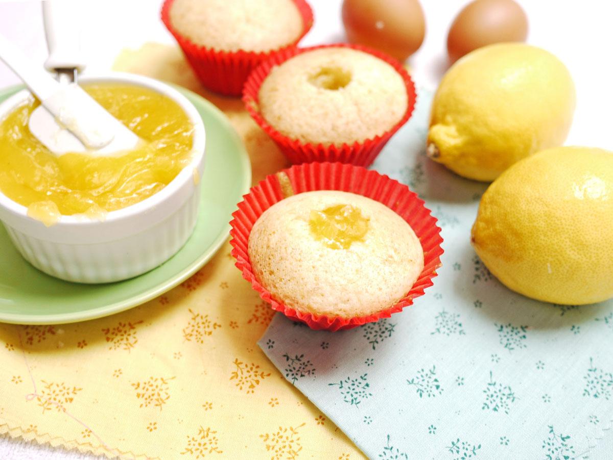Isabella's Lemon Meringue Cupcakes | Crustabakes