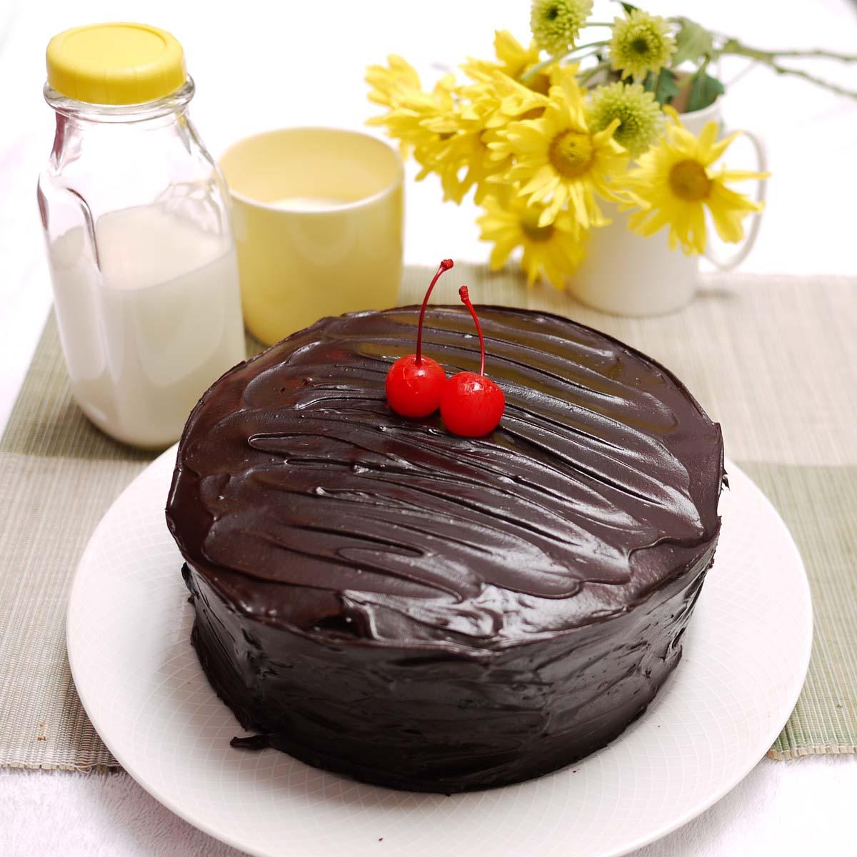 Moist Devil's Foodcake w Mrs Milman's Chocolate Frosting ...