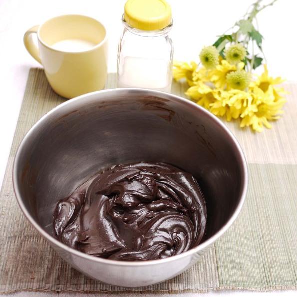 ... Devil's Foodcake w Mrs Milman's Chocolate Frosting | Crustabakes