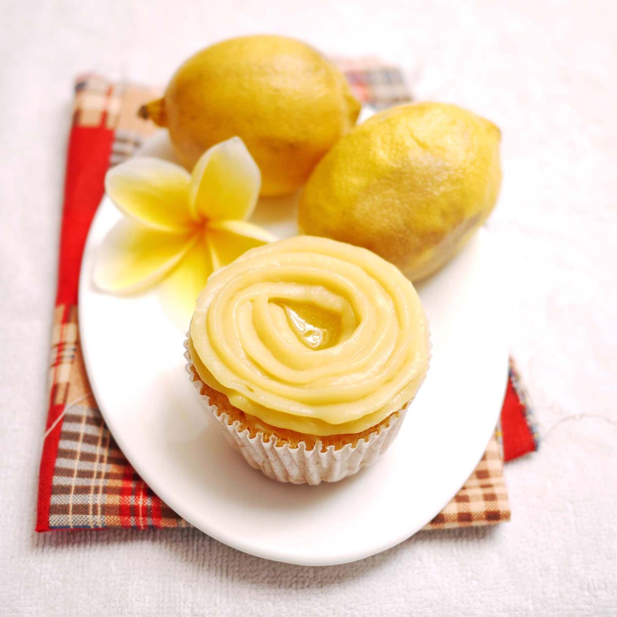 Lemon Cupcakes with Pastry Cream and Raspberry Curd | Crustabakes