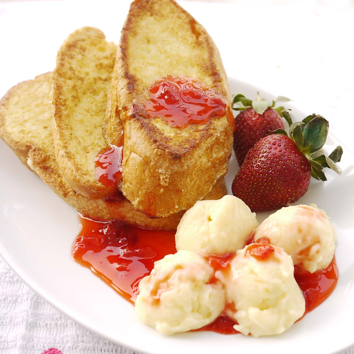French Toast with Pastry Cream and Strawberry Preserve | Crustabakes