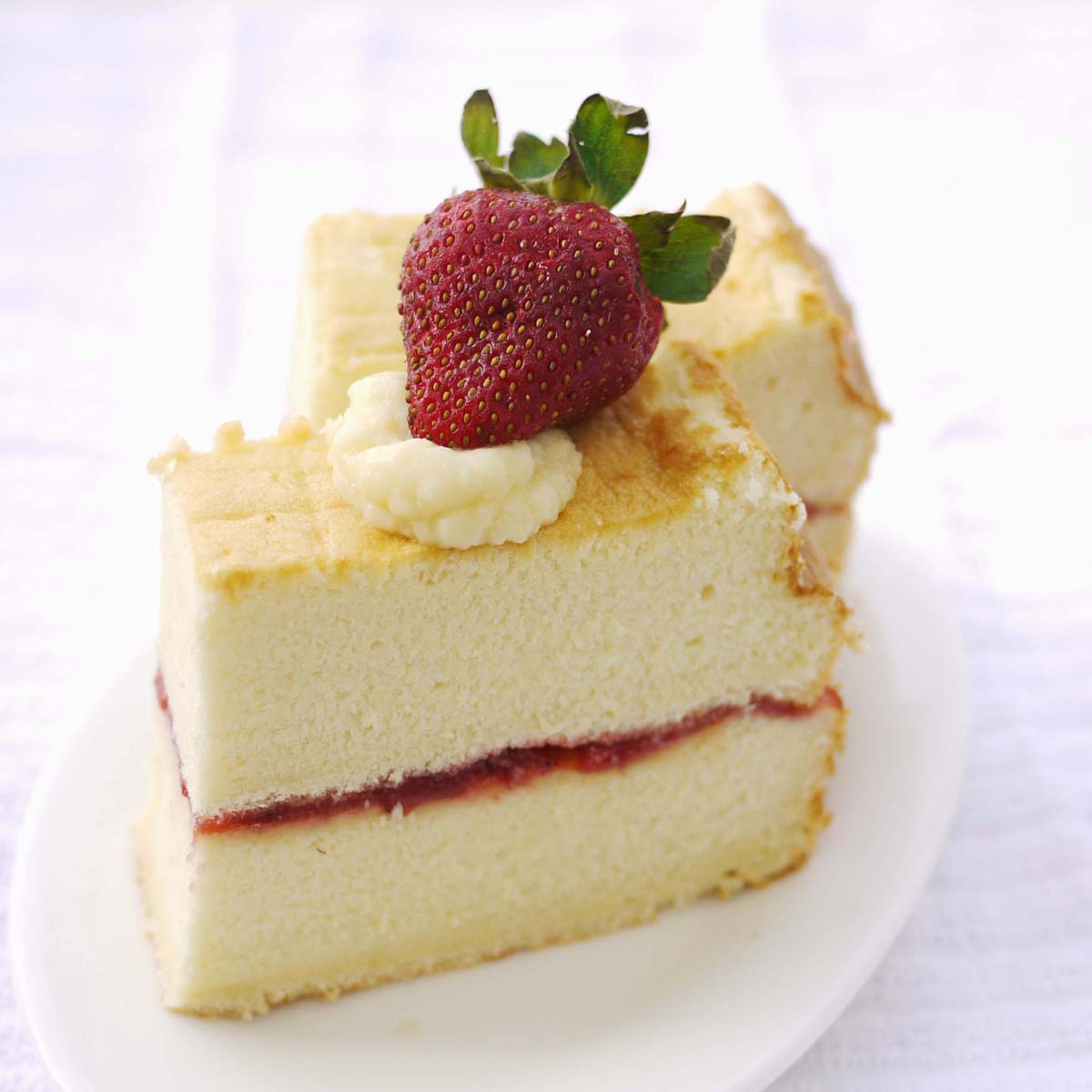 Sponge Cake With Fruit And Cream