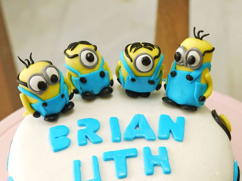 Birthday Cake Images Minions ~ Minion birthday cake crustabakes